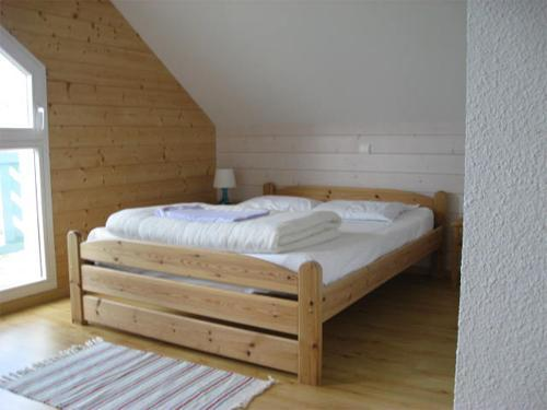 Rent in ski resort Chalets Domaine les Adrets - Gérardmer - Bedroom under mansard
