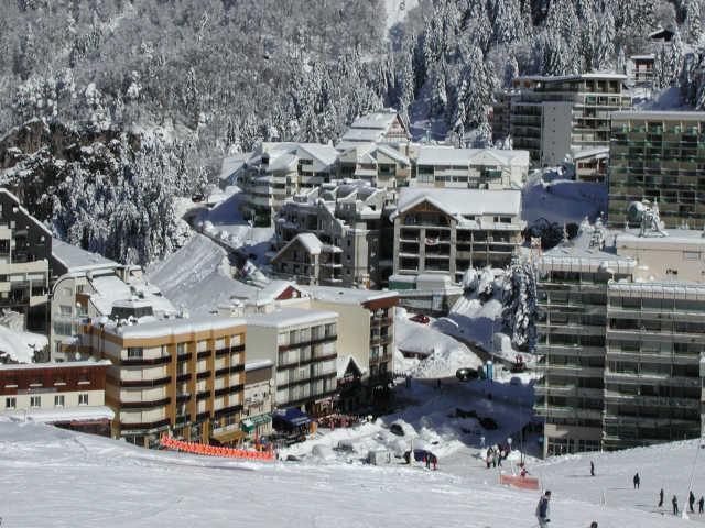 Location au ski Studio 6 personnes (A3) - Residence Les Marmottes - Gourette - Extérieur hiver