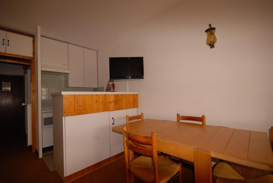 Rent in ski resort Studio 4 people (SAN105) - Résidence Sanctus - Gourette - Table