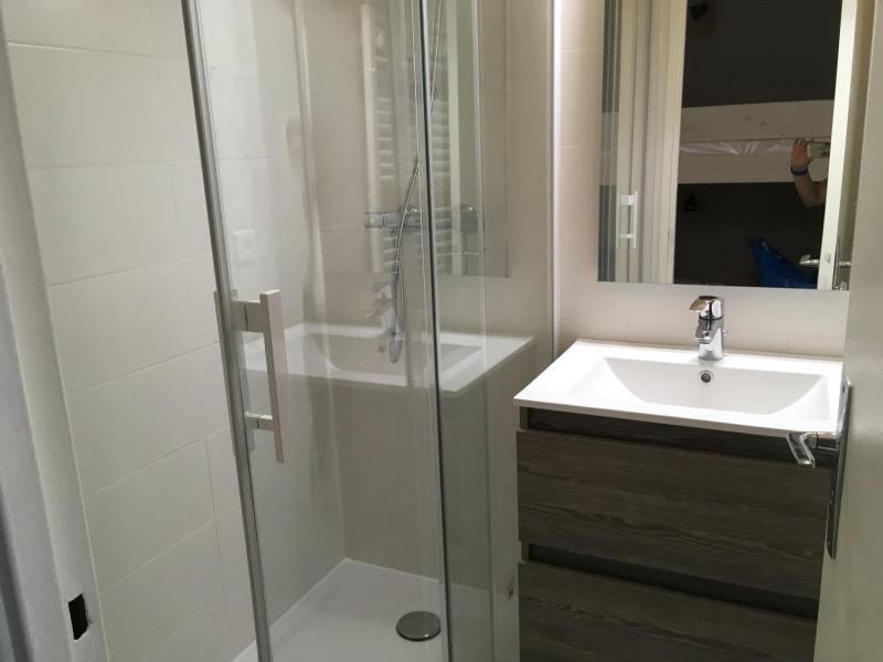 Rent in ski resort Studio sleeping corner 6 people (SAN150) - Résidence Sanctus - Gourette - Shower