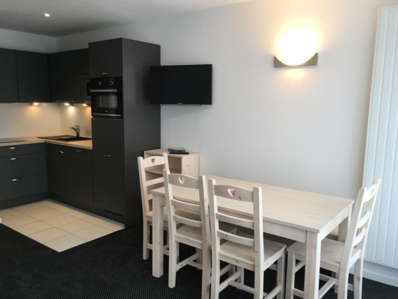 Rent in ski resort Studio sleeping corner 6 people (SAN150) - Résidence Sanctus - Gourette - Table