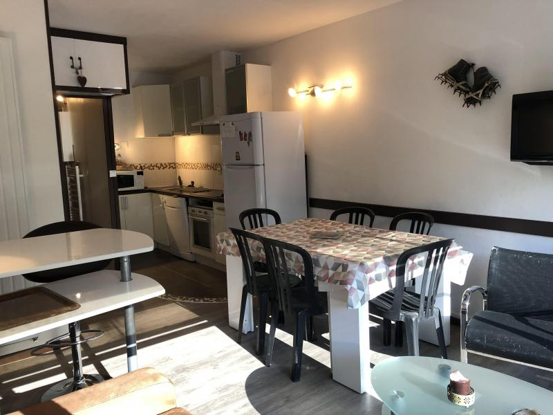 Rent in ski resort Studio sleeping corner 6 people (SAN37) - Résidence Sanctus - Gourette - Table