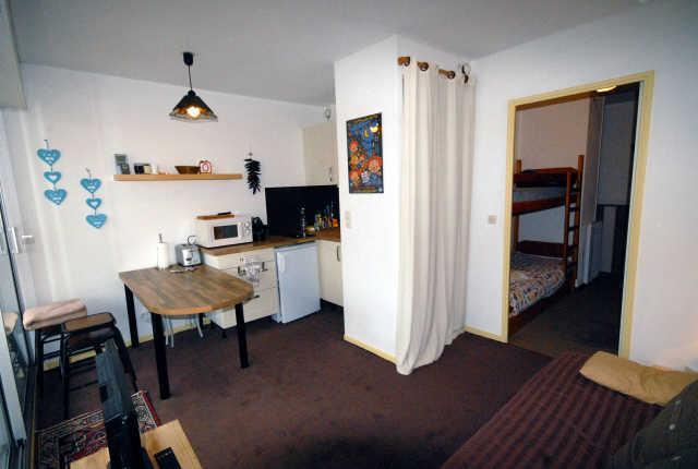 Rent in ski resort Studio sleeping corner 6 people (VAL104) - Résidence Val Soleil - Gourette