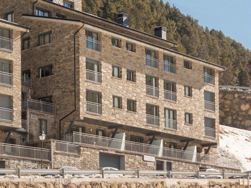 Rent in ski resort Résidence Pierre & Vacances Andorra Peretol Sunari - Grandvalira - Winter outside