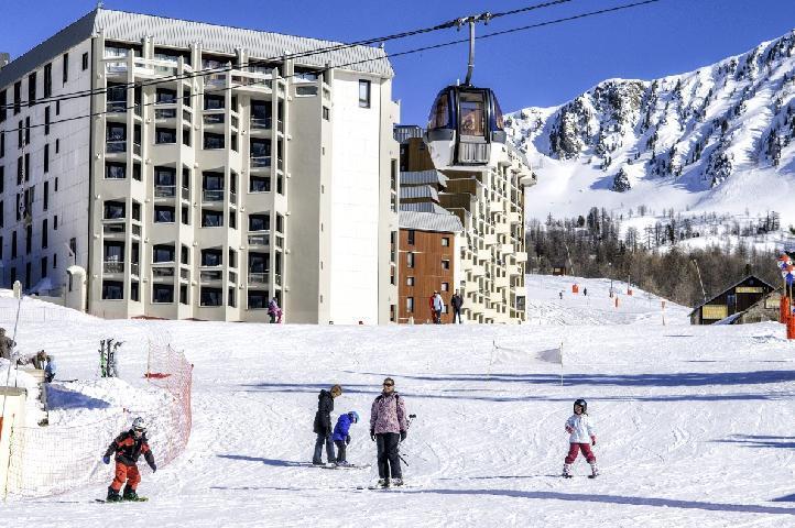 Hotel club du soleil pas du loup isola 2000 location for Hotel au ski