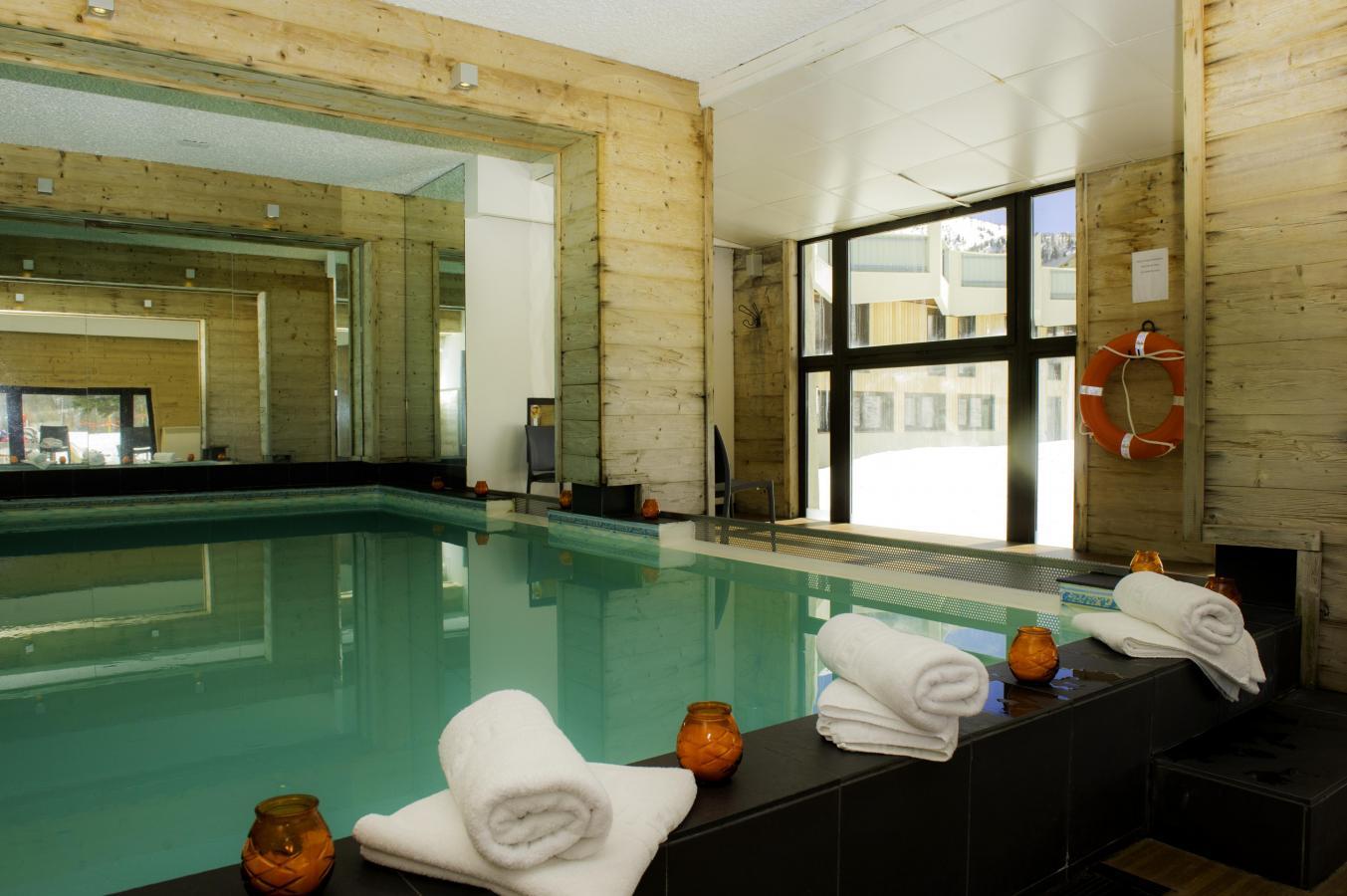Hotel club du soleil pas du loup isola 2000 location for Club piscine soleil chicoutimi