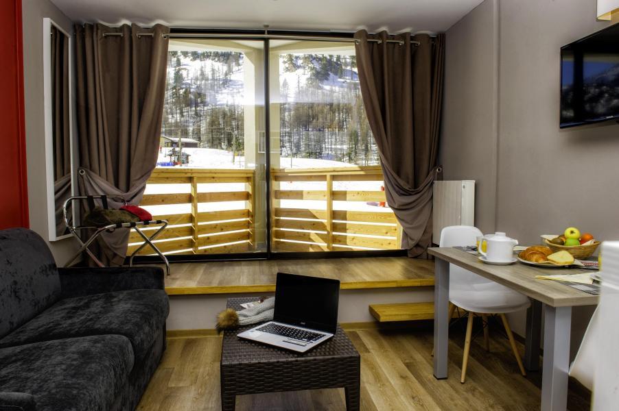 Аренда на лыжном курорте Sowell Résidences New Chastillon - Isola 2000 - Журнальный столик