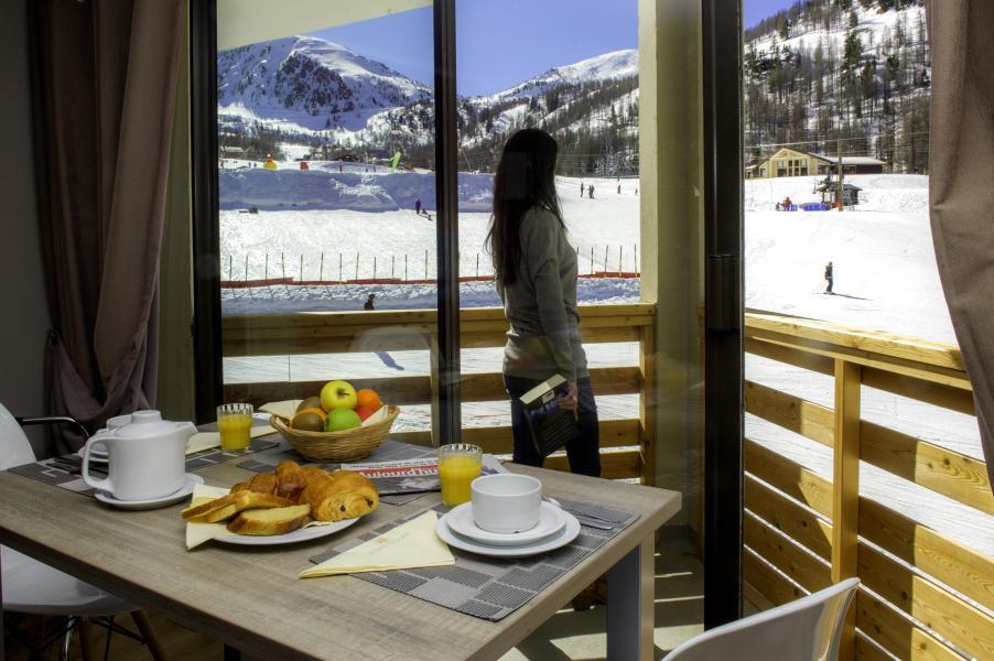 Location au ski Sowell Résidences New Chastillon - Isola 2000 - Coin repas