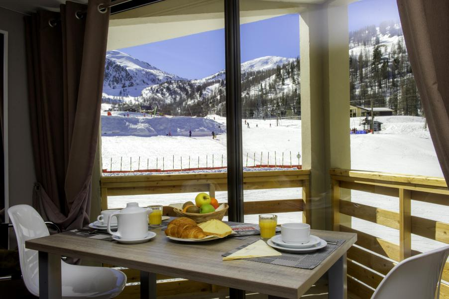 Аренда на лыжном курорте Sowell Résidences New Chastillon - Isola 2000 - Стол