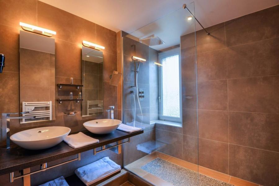 Rent in ski resort Hôtel les Vallées - La Bresse - Bathroom