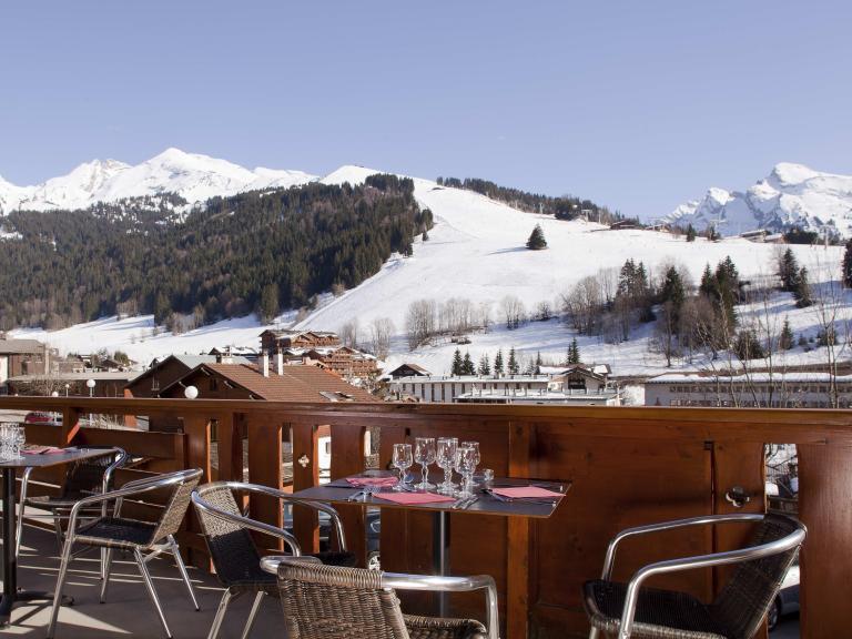 Holiday in mountain resort Hôtel Beaulieu - La Clusaz - Winter outside