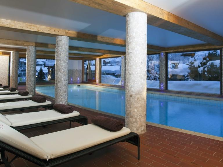Location au ski Hôtel Carlina - La Clusaz - Piscine