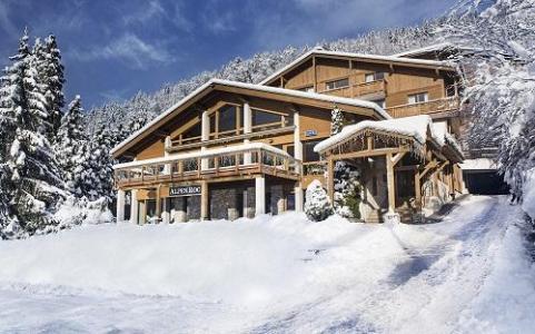 Location au ski Hotel Alpen Roc - La Clusaz - Extérieur hiver