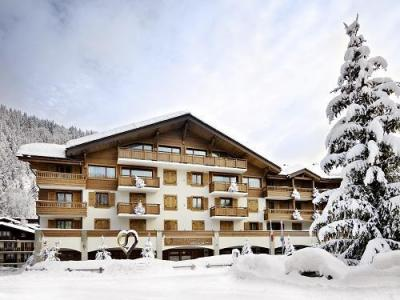 Rent in ski resort Hôtel Au Coeur du Village - La Clusaz - Winter outside
