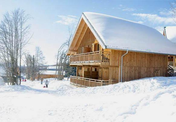 Accommodation with swmimming pool Les Chalets Du Berger
