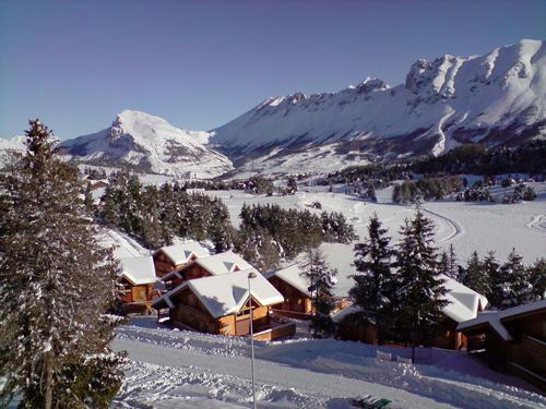 Vacances en montagne Les Chalets de l'Eden - La Joue du Loup - Extérieur hiver