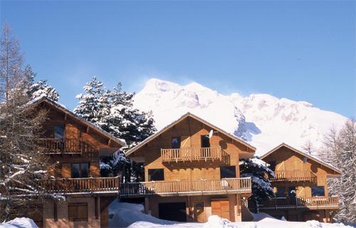 Location au ski Les Chalets Du Prayau - La Joue du Loup - Extérieur hiver