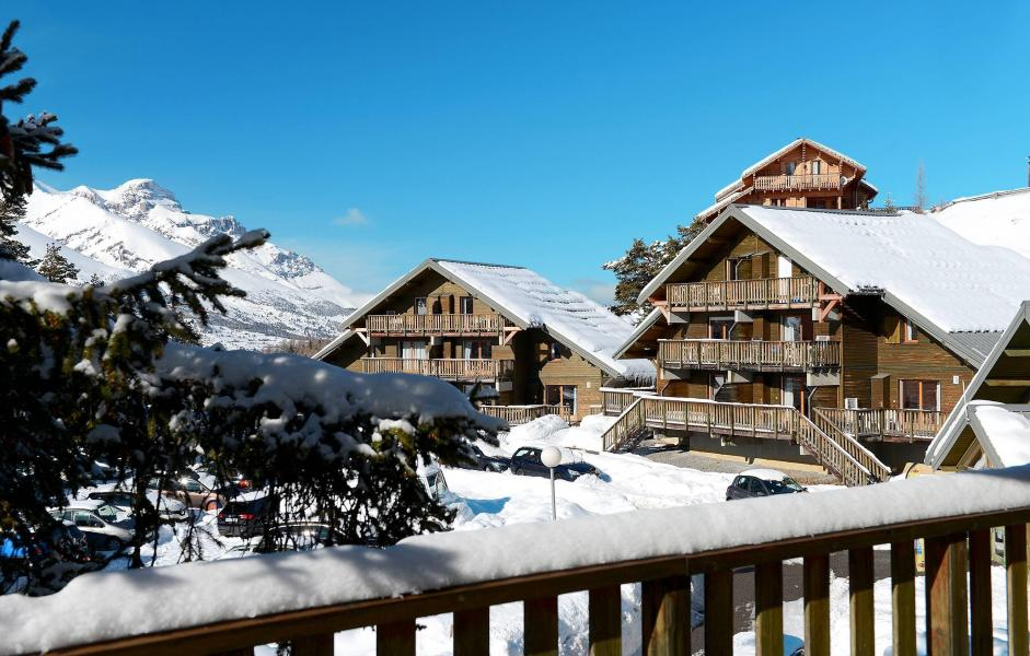 Location au ski Residence Les Chalets D'aurouze - La Joue du Loup - Extérieur hiver
