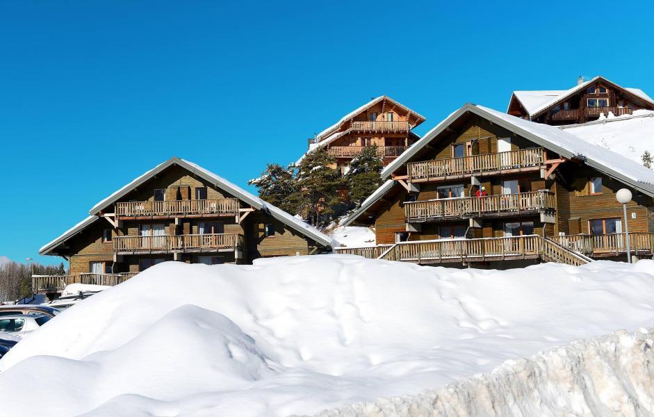 Vacances en montagne Résidence les Chalets d'Aurouze - La Joue du Loup - Extérieur hiver