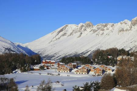 Rent in ski resort Résidence Bartavelle la Crête du Berger - La Joue du Loup - Winter outside