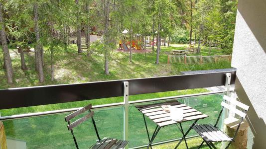 Rent in ski resort Studio sleeping corner 4 people (20) - Résidence La Lauzière - La Joue du Loup - Balcony