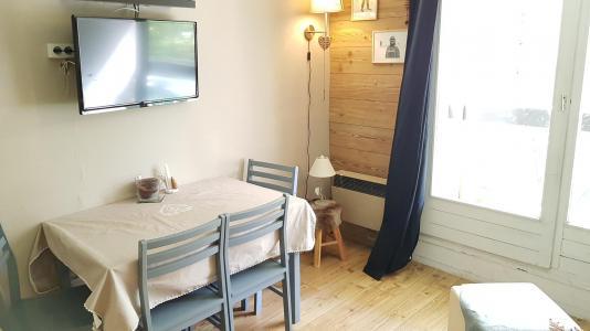 Rent in ski resort Studio sleeping corner 4 people (20) - Résidence La Lauzière - La Joue du Loup - Table