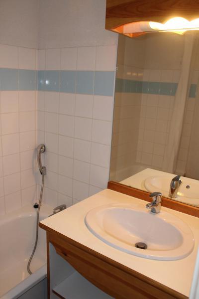 Rent in ski resort 3 room apartment 6 people (404) - Résidence le Chevreuil la Crête du Berger - La Joue du Loup - Bathroom