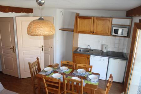 Rent in ski resort 3 room apartment 6 people (404) - Résidence le Chevreuil la Crête du Berger - La Joue du Loup - Table