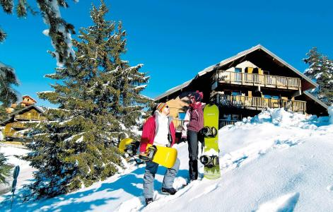 Location La Joue du Loup : Residence Les Chalets D'aurouze hiver