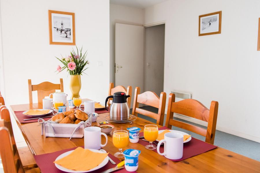 Skiverleih Résidence Plein Soleil - La Norma - Tisch