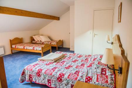 Rent in ski resort Résidence Plein Soleil - La Norma - Bedroom under mansard