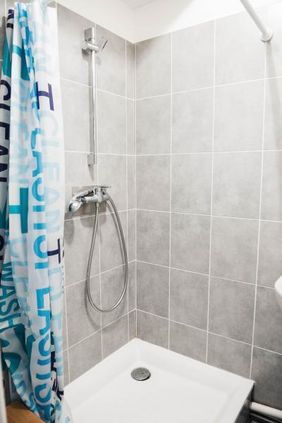 Rent in ski resort Résidence Plein Soleil - La Norma - Shower