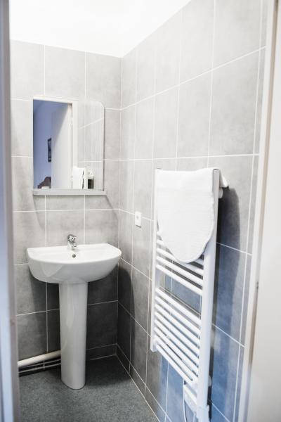 Rent in ski resort Résidence Plein Soleil - La Norma - Wash-hand basin