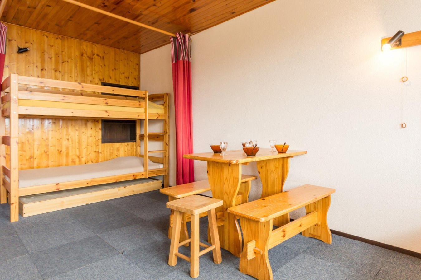 Location au ski Studio 4 personnes (A2L143) - Residence Aime 2000 - Le Diamant - La Plagne - Table