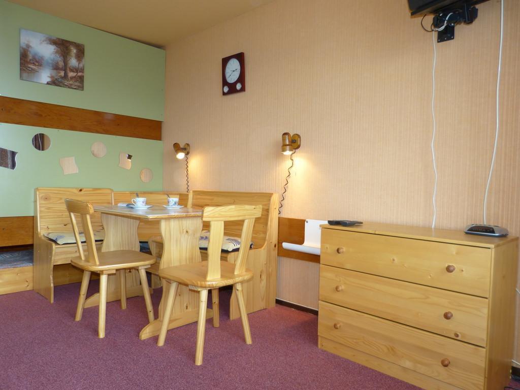 Location au ski Studio 4 personnes (I143) - Residence Aime 2000 - Le Diamant - La Plagne - Table