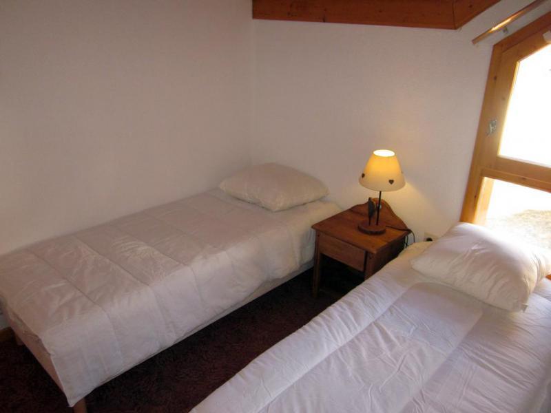 Rent in ski resort 5 room chalet 8 people (3) - Chalets des Alpages - La Plagne - Bedroom