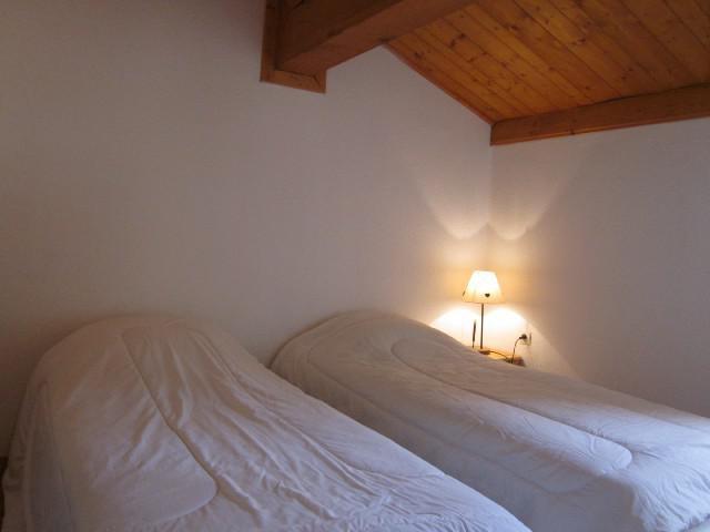 Rent in ski resort 5 room chalet 8 people (3) - Chalets des Alpages - La Plagne - Bedroom under mansard