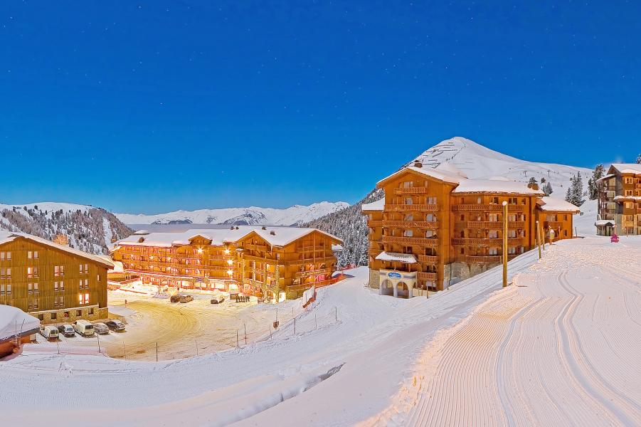 Holiday in mountain resort Hôtel les Balcons Village - La Plagne - Winter outside