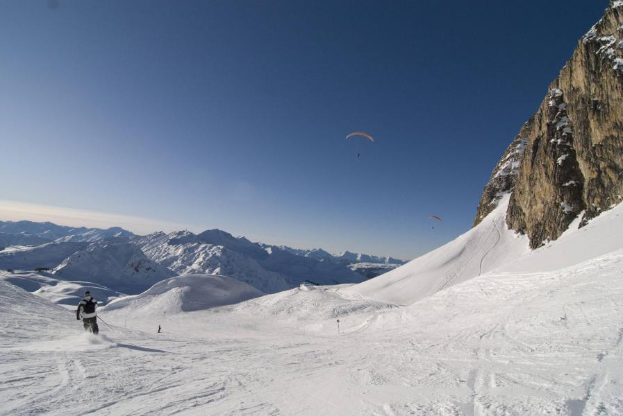 Location au ski Les Chalets de Crête Côte Village - La Plagne - Extérieur hiver