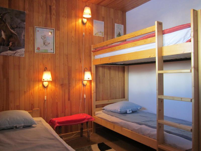 Rent in ski resort 4 room chalet 7 people (8) - Les Chalets de la Forêt - La Plagne - Bedroom