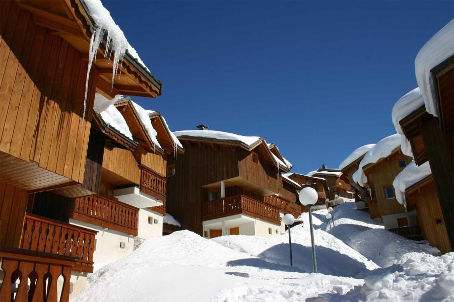Каникулы в горах Les Chalets des Alpages - La Plagne - зимой под открытым небом
