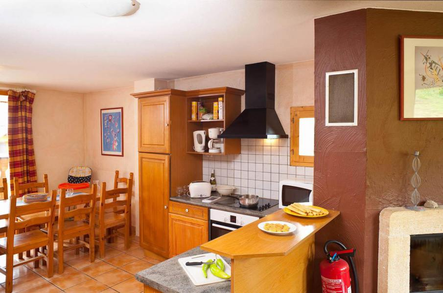 Rent in ski resort Les Chalets des Alpages - La Plagne - Dining area