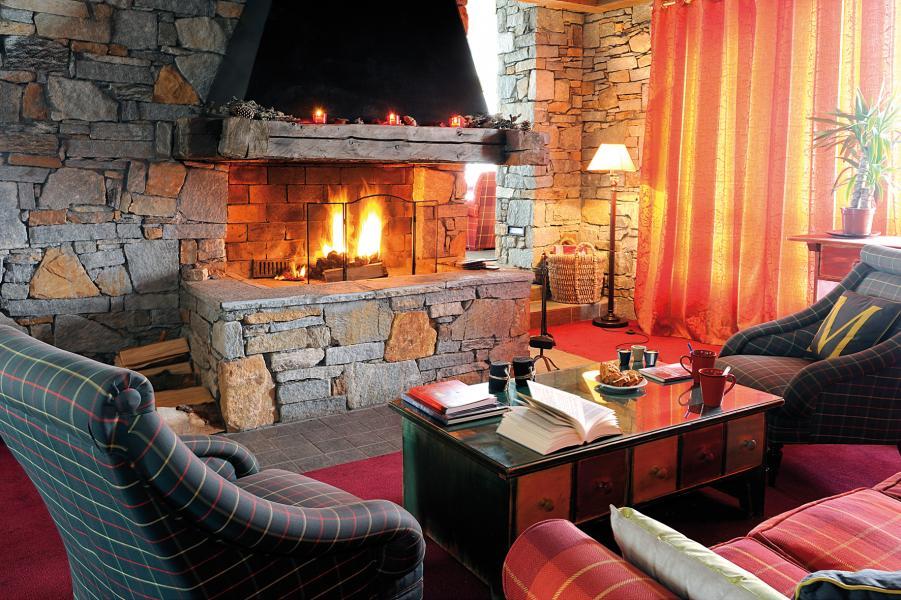 Location au ski Résidence Lagrange Aspen - La Plagne - Cheminée
