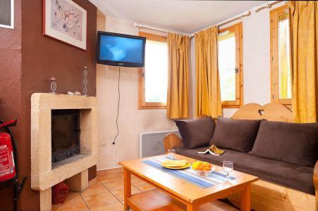 Rent in ski resort Les Chalets des Alpages - La Plagne - Living room