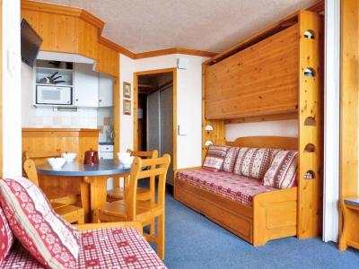 Location au ski Studio 4 personnes (132) - Residence Aime 2000 Paquebot Des Neiges - La Plagne - Canapé-gigogne