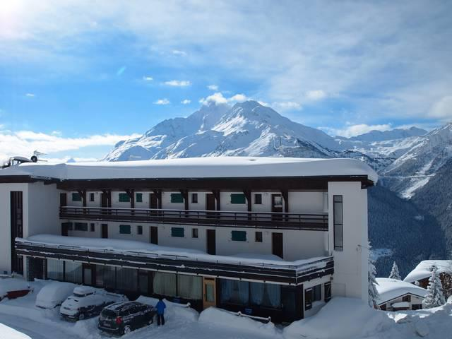 Rent in ski resort La Résidence les Chavonnes - La Rosière - Winter outside