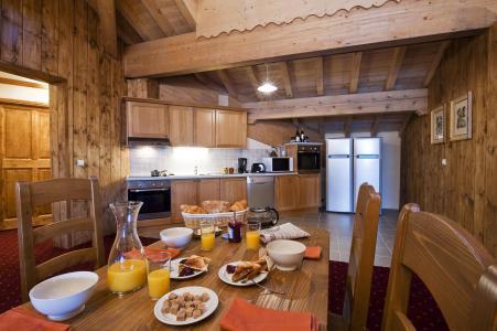 Rent in ski resort 7 room apartment 12-14 people - Résidence Chalet le Refuge la Rosière - La Rosière - Dining area