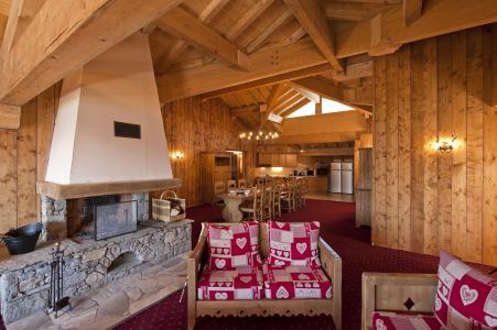 Rent in ski resort 7 room apartment 12-14 people - Résidence Chalet le Refuge la Rosière - La Rosière - Living room