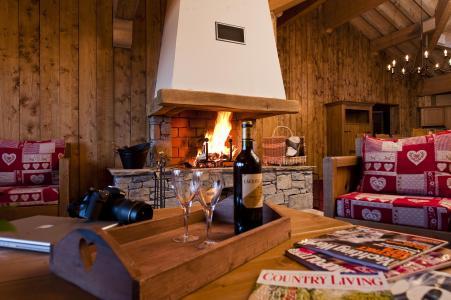 Alquiler al esquí Apartamento 7 piezas 12-14 personas - Résidence Chalet le Refuge la Rosière - La Rosière - Chimenea