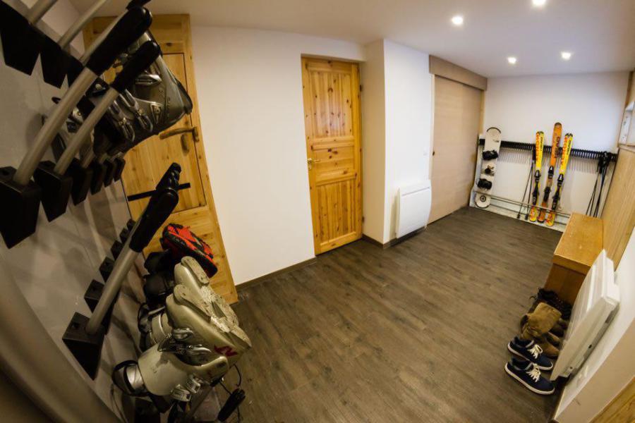 Location au ski Chalet mitoyen 8 pièces 14 personnes - Chalet Noella - La Tania - Casier à skis